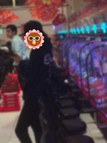 【画像】ミリゴディセントに張り付いているハイエナが露骨すぎると話題にwww 店員注意しろよ……画像